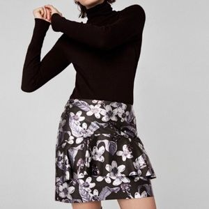 ZARA 🖤 floral faux leather skirt large black NWT